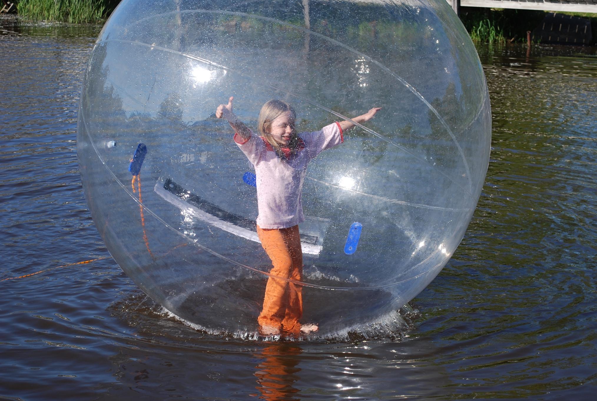 Bola hinchable para caminar sobre el agua