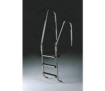 Asymmetric pool ladder