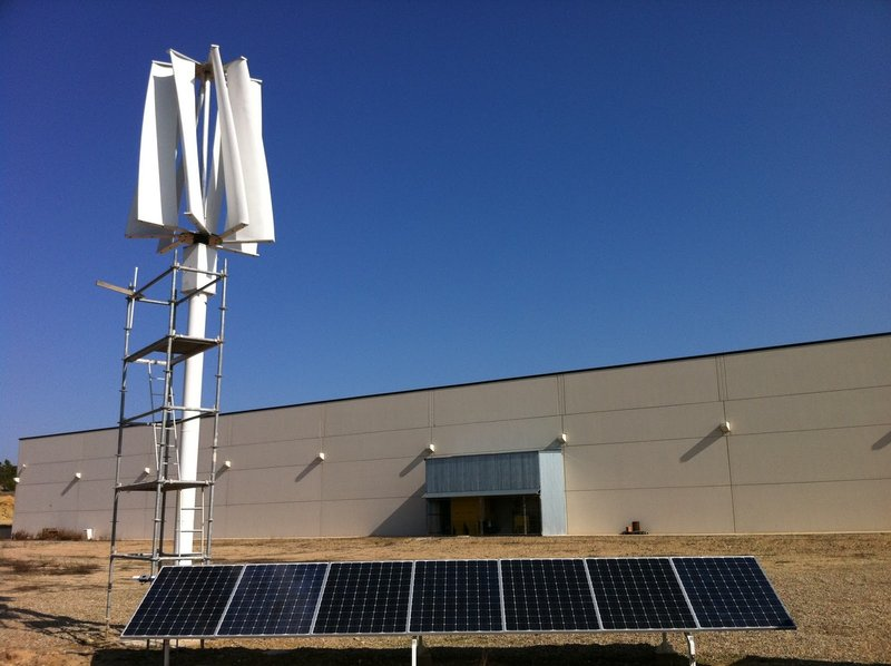 Sistema híbrido solar-eólico