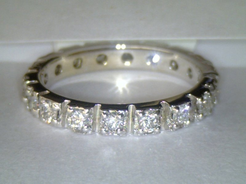 ANILLO LETIZIA CON 18 DIAMANTES. MODELO ETERNITY