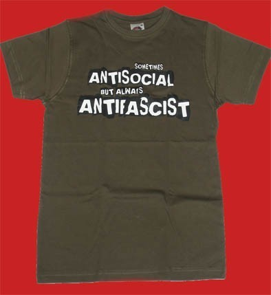 CAMISETA KAMILOSETAS SOMETIMES ANTISOCIAL BUT ALWAYS ANTIFASCIST CHICO