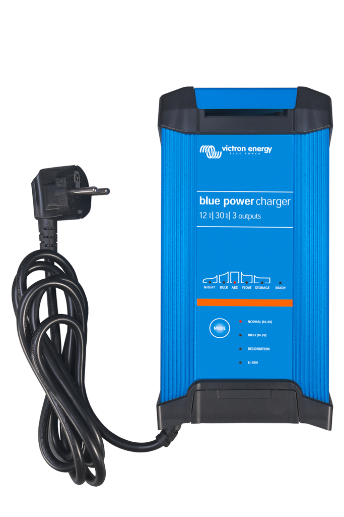 BLUE POWER IP22 CHARGER 24/8 (3)