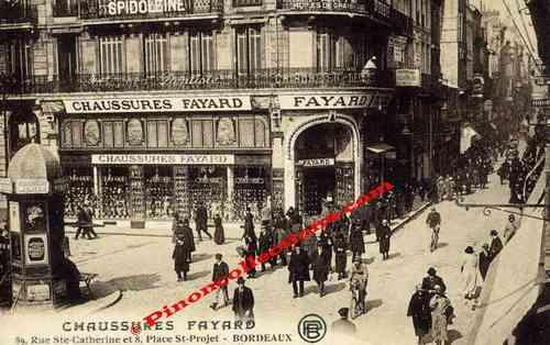 13bc3d7bf7b055 BORDEAUX (33) - Gros plan animé du Magasin Chaussures FAYARD, 89 rue Ste