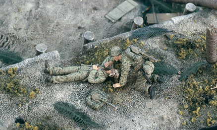 Wounded Marine & Corpsman (2 fig.)