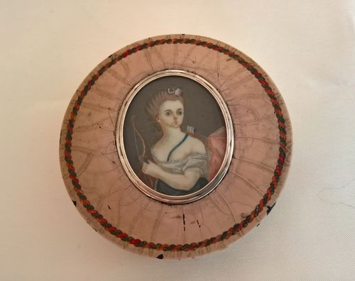 Tortoise shell round snuff box with miniature portrait, 18th century
